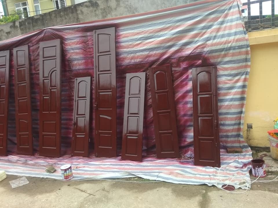 thợ sơn cửa gỗ tphcm